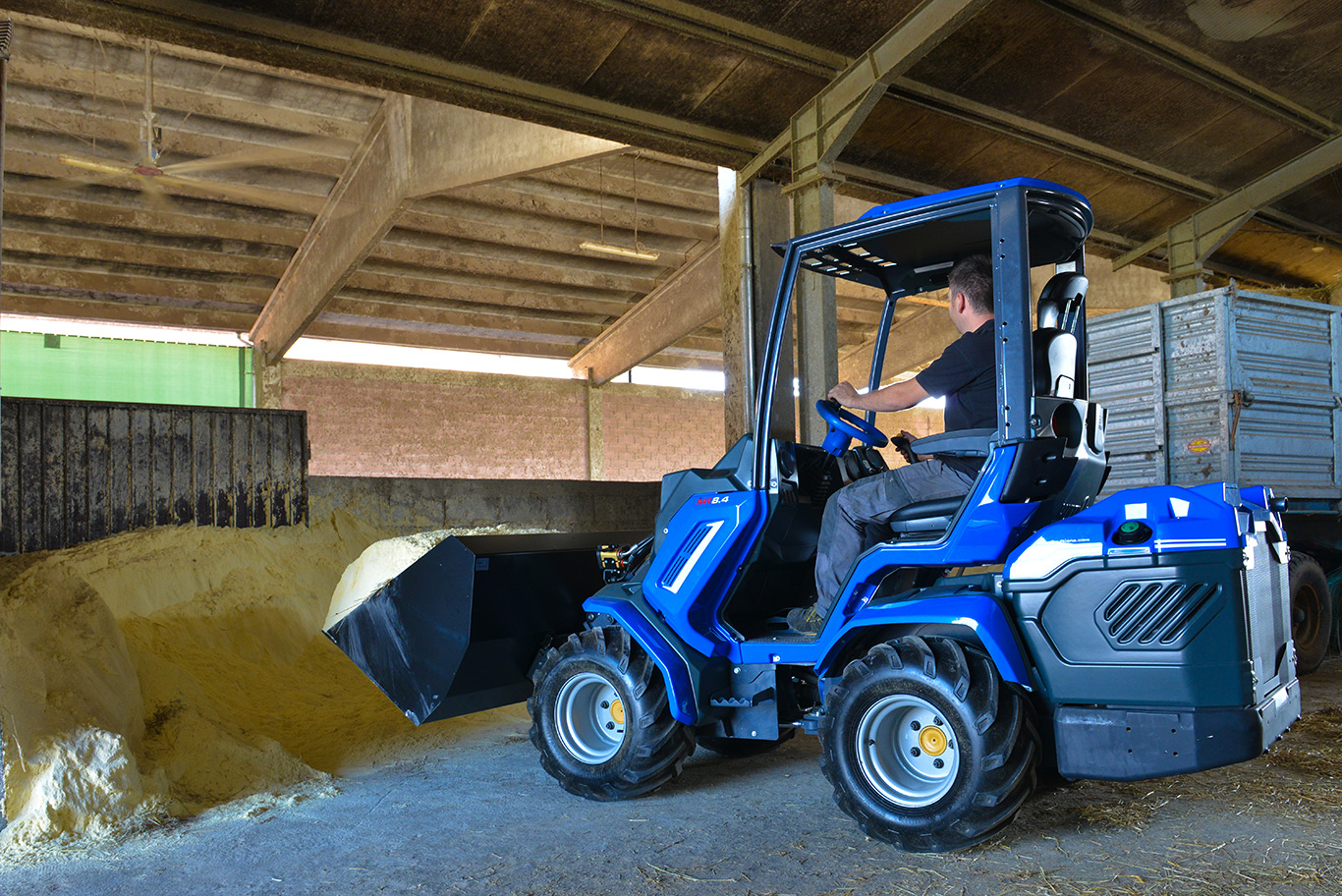 High volume bucket for mini loaders MultiOne 03